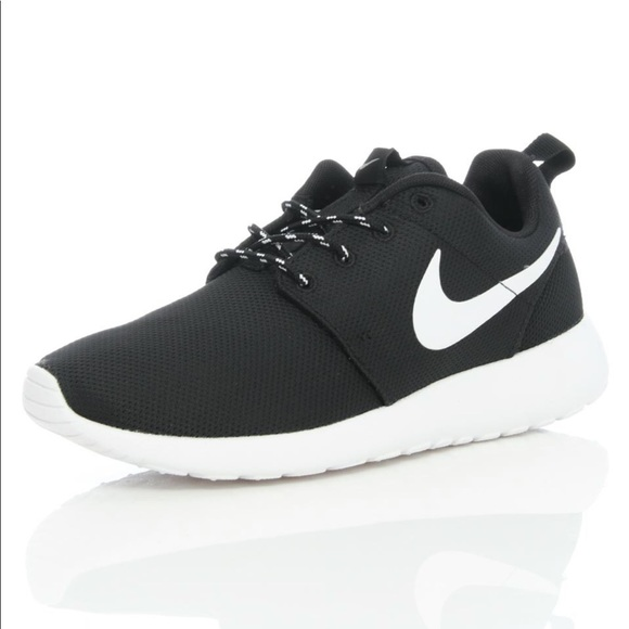 0eef966fdcb5 Nike black and white Roshe One sneakers. M 5c5e54816a0bb7356970e397